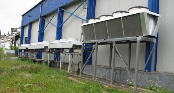 Морозильная и холодильная камеры на предприятии